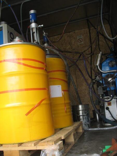 Powłoki ochronne, antykorozyjne i chemioodporne konstrukcji betonowych i stalowych z zastosowaniem powłoki natryskowej na bazie polimoczników